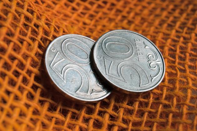 Курс доллара понизился до 383 тенге