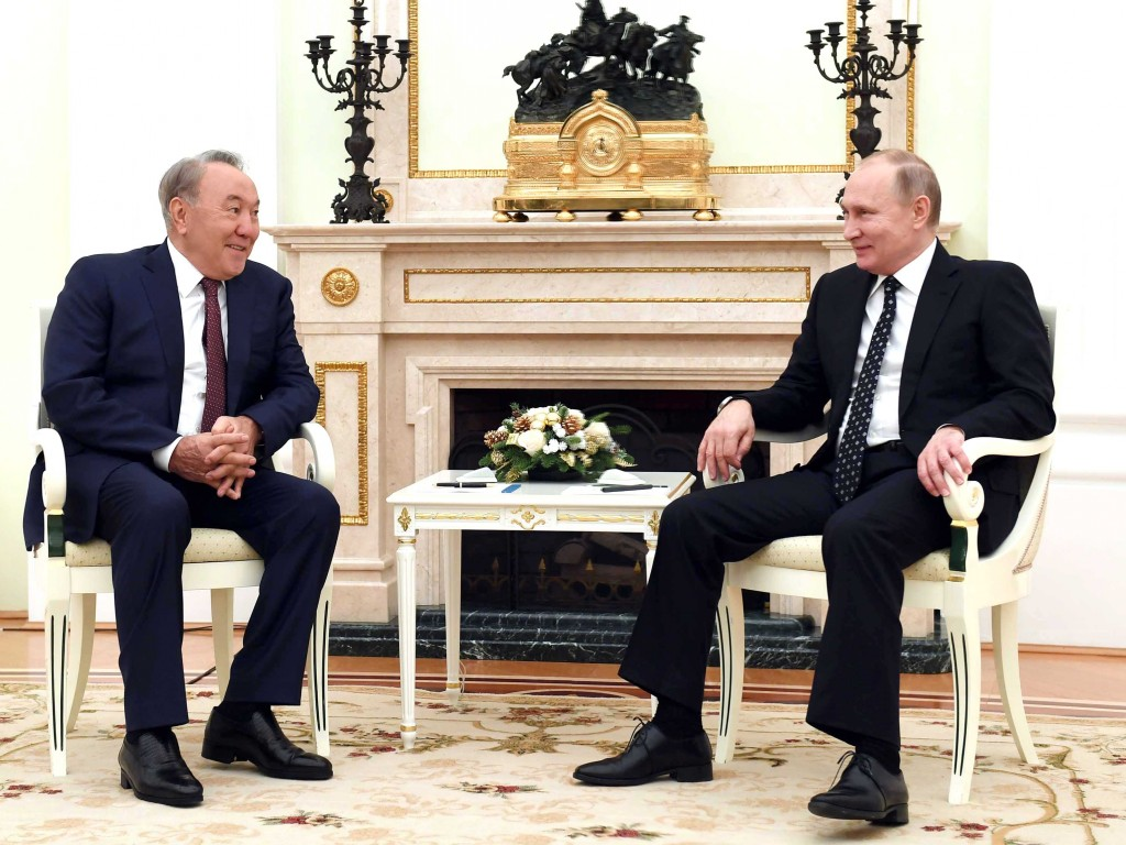 Назарбаев поздравил Владимира Путина с удачной операцией ВКС Российской Федерации вСирии