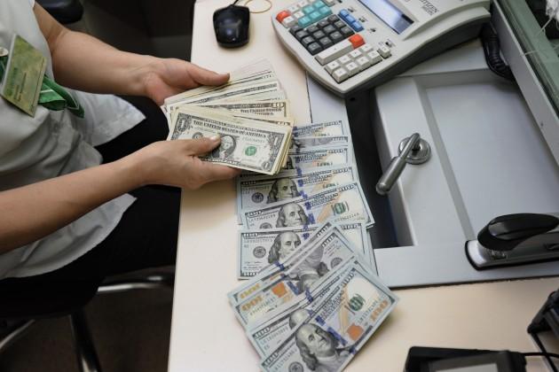 Доллар перешагнул планку в345тенге
