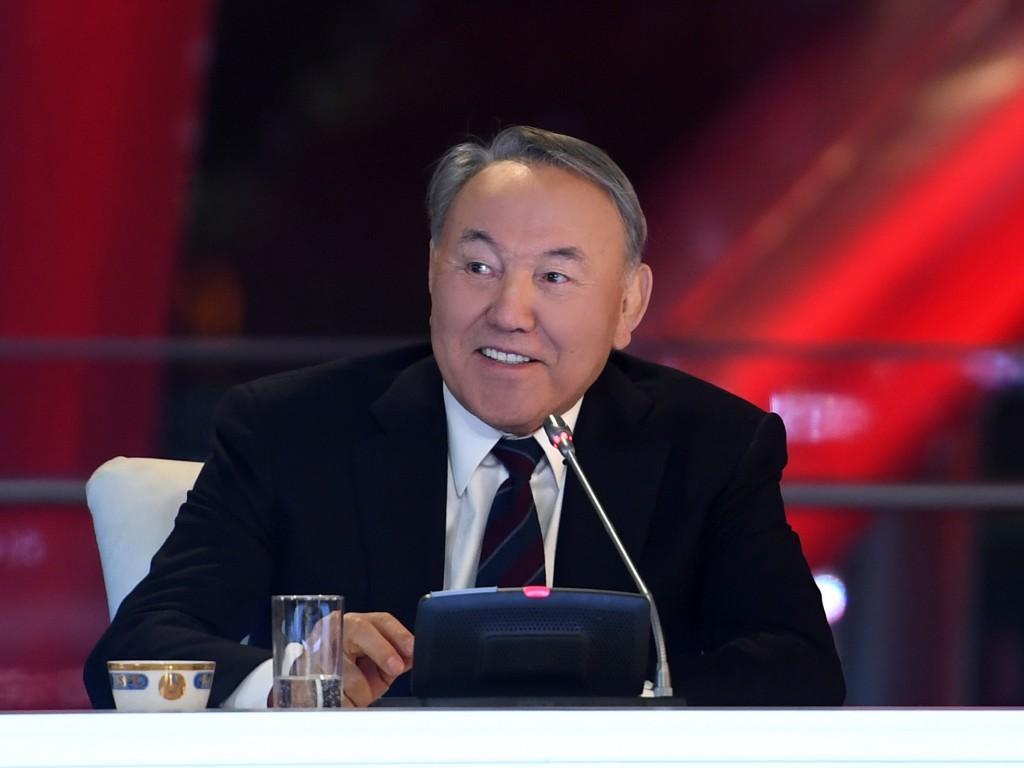 Сооронбай Жээнбеков посетит Астану спервым официальным визитом