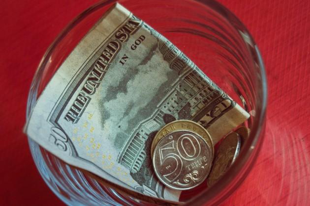 Курс доллара на бирже продолжает расти