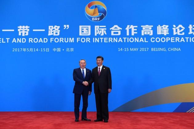 СиЦзиньпин назвал Казахстан «чемпионом» потранзиту