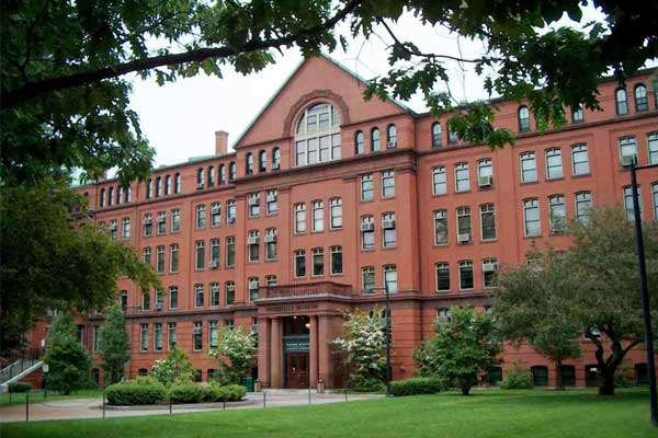 Гарвард обошел Стэнфорд по количеству сверхбогатых выпускников