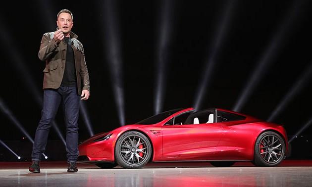 Компании Tesla предсказали банкротство