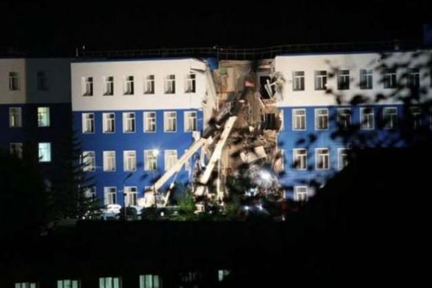 Из-за обрушения казармы под Омском погибли 12 человек