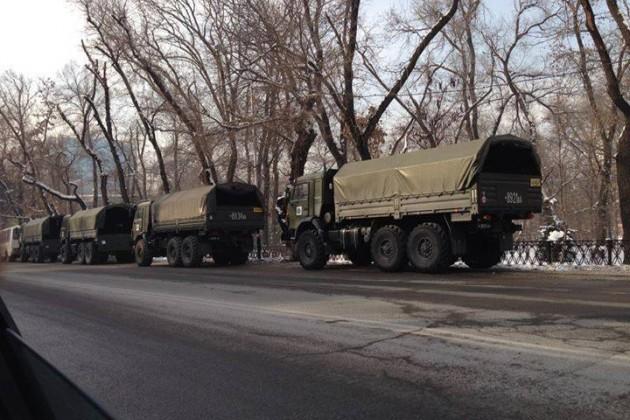 В Алматы скапливается военная техника