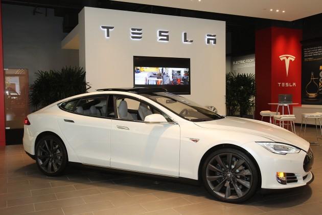 Tesla расширяет штат