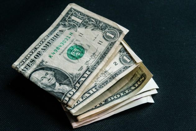 Торги на KASE: 383,9 тенге за доллар