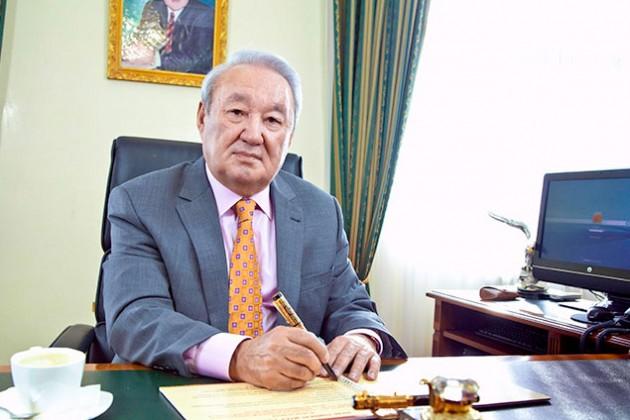 Скончался президент КазГЮУ Максут Нарикбаев