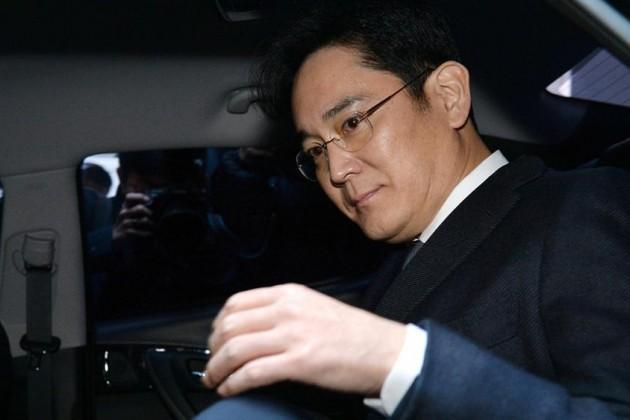 Вице-президента Samsung освободили из-под стражи