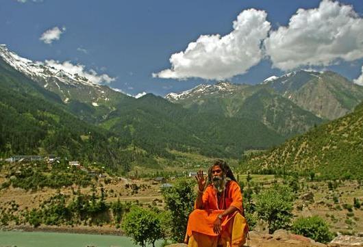 Пакистан приостановил торговлю с Индией из-за ситуации с Кашмиром
