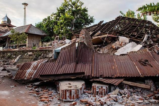 Число жертв землетрясений вИндонезии возросло до555