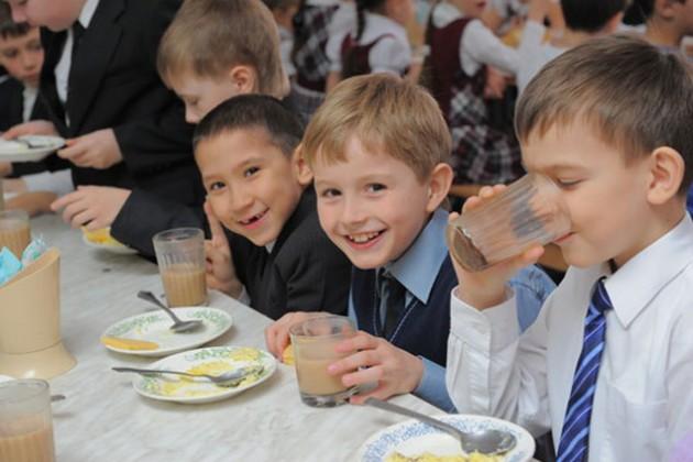 Около 500 тыс. школьников обеспечат бесплатным питанием