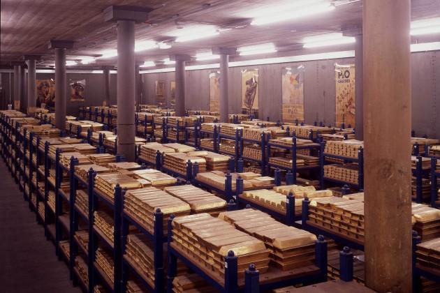 Золото подорожало на фоне событий в Ираке