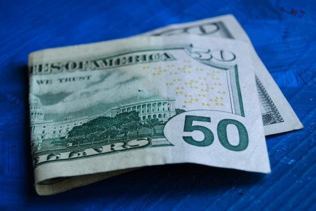 Торги закрылись на отметке 386,34 тенге за доллар