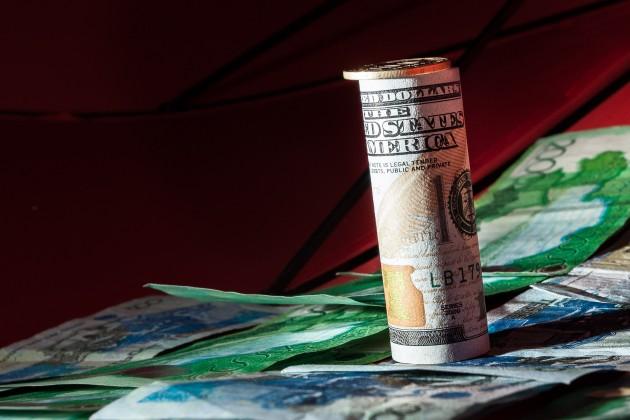Дневные торги - 329,64 тенге за 1 доллар
