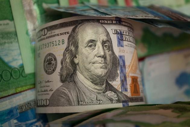 Итоги дневных торгов – 373,21 тенге за 1 доллар