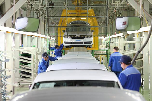 Расходы казахстанцев на новые авто выросли на 45%