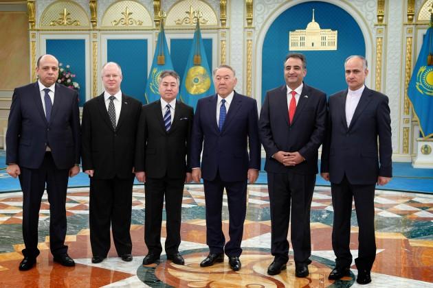 Нурсултан Назарбаев встретился спослами пяти стран