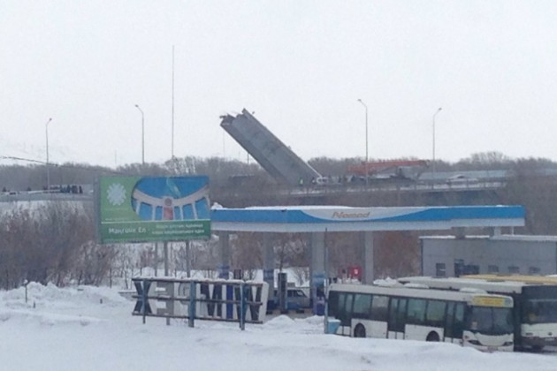 ВУсть-Каменогорске рухнул пролет моста через Иртыш