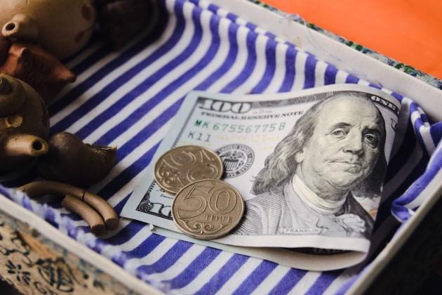 Доллар начал торги с отметки 388,8 тенге