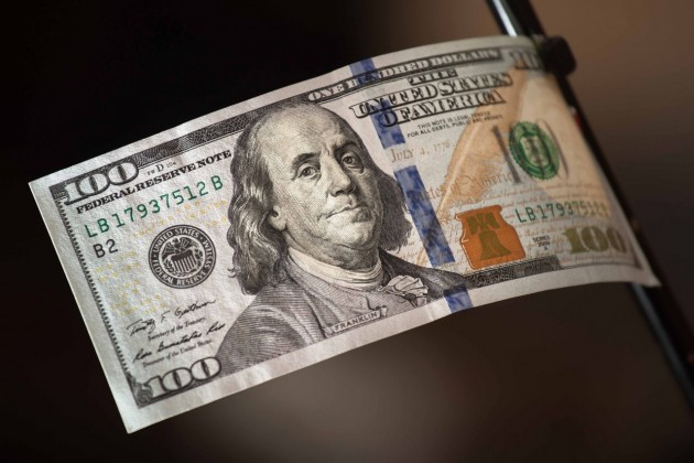 Доллар укрепился почти на 1 тенге