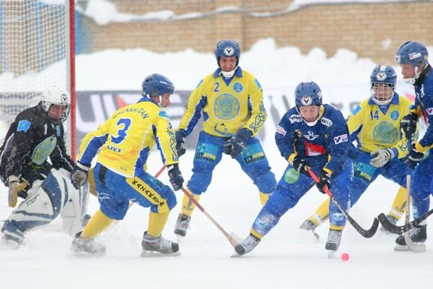 Казахстан уступил Швеции на ЧМ по бенди