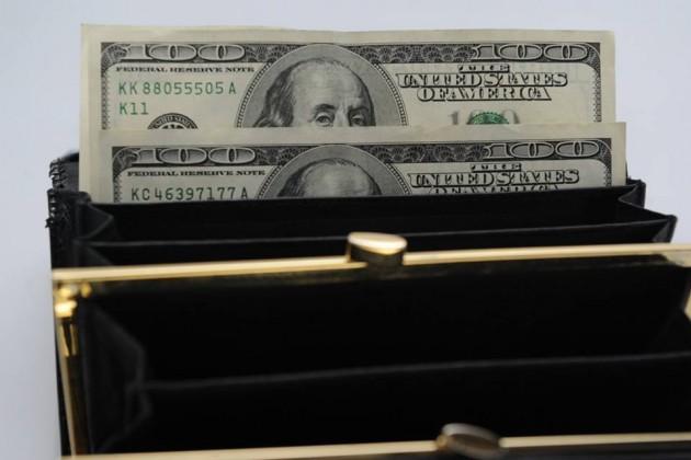 Курс доллара достиг 338тенге