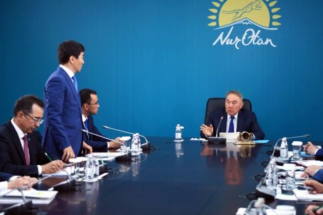 Нурсултан Назарбаев посетил центральный аппарат партии Nur Otan