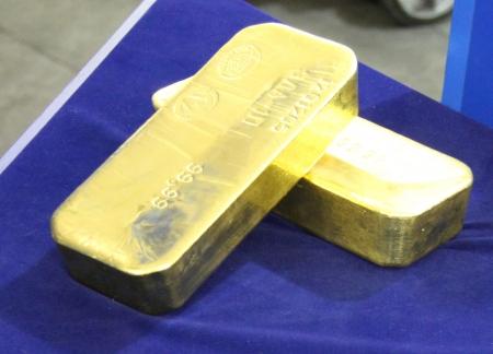 Золото достигло трехнедельного максимума
