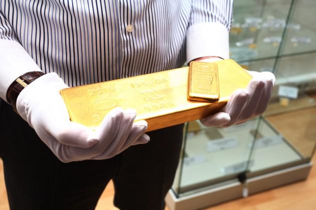 Казахстан намерен переработать две тонны иранского золота в2017году