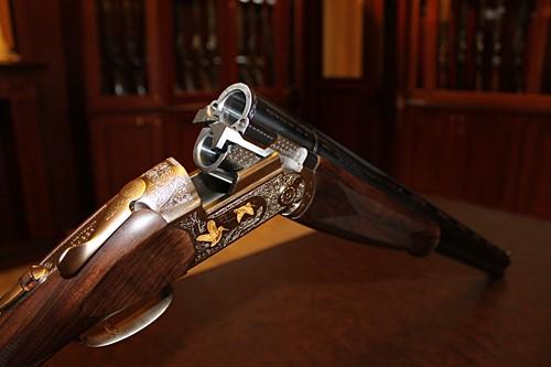 В Астане полицейский выдавал фальшивые разрешения на оружие