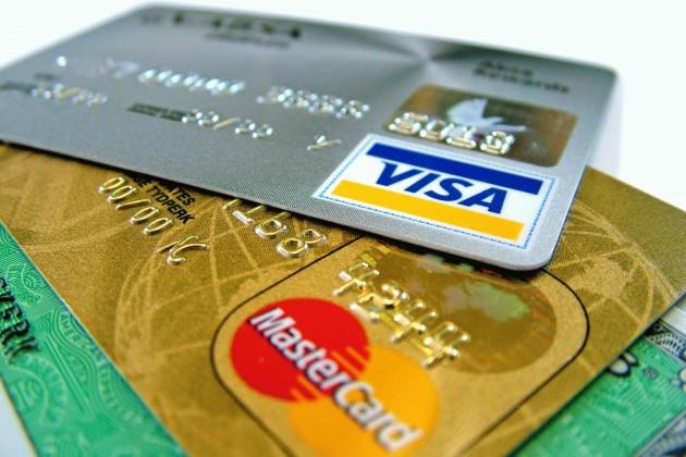 Казахстанцы стали чаще расплачиваться запокупки картами