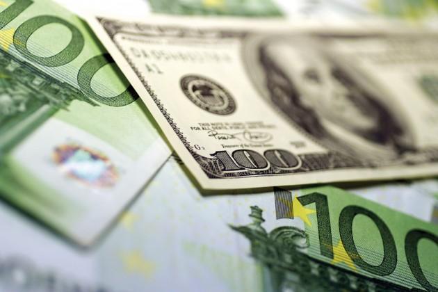 Курс евро кдоллару поднялся домаксимума сначала 2015года