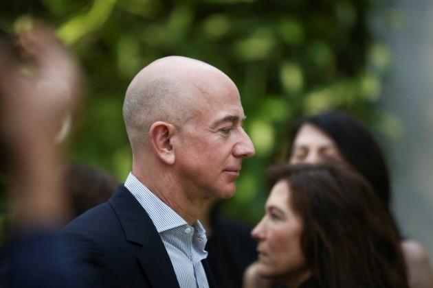 Основатель Amazon начал тратить миллиарды наблаготворительность
