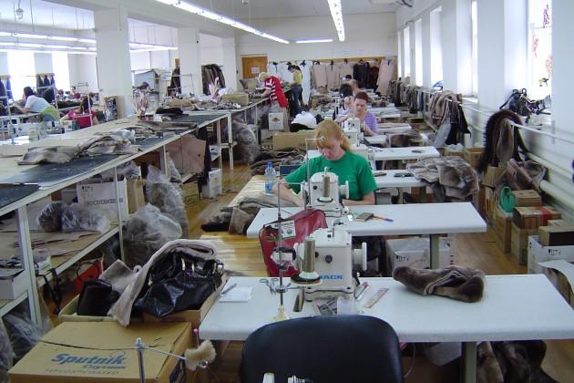 Казахстан обеспечивает себя одеждой на 10%