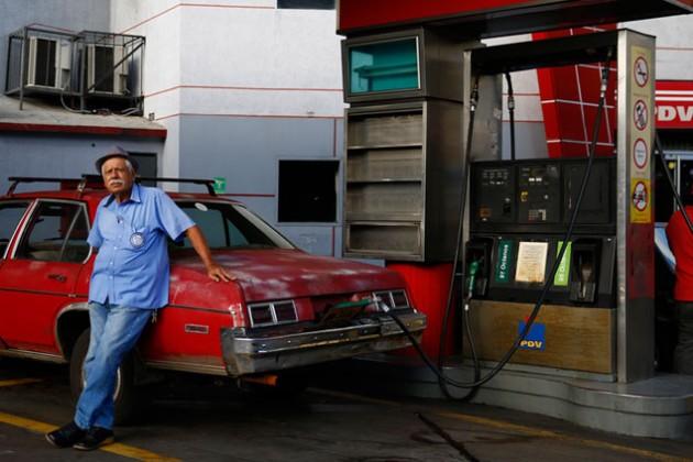 Николас Мадуро обвалил валюту и поднял цены на бензин
