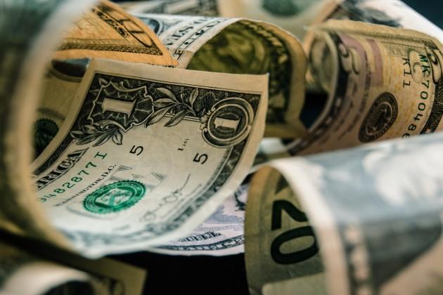 На KASE доллар торговался по 380,3 тенге