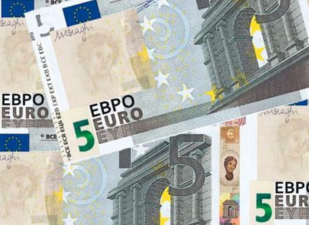 В обращение введена новая купюра в 5 евро
