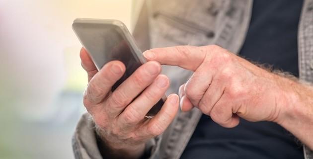 Пенсию и пособия казахстанцам будут назначать через SMS