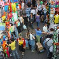 Деятельность рынков и торговых домов остается в тени