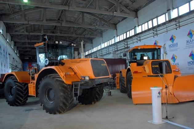 В Казахстане продолжает сокращаться выпуск тракторов