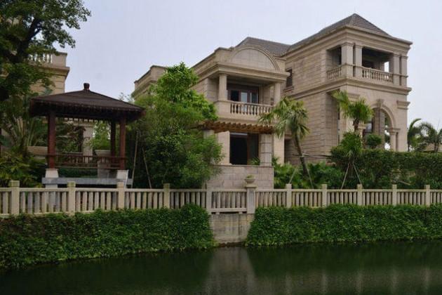 Чиновники Китая распродают недвижимость