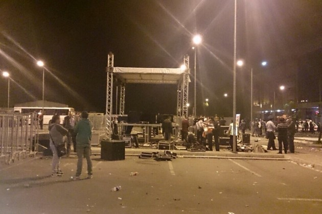 В Алматы в ходе беспорядков перевернуты 2 машины