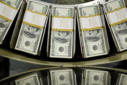 За месяц объем операций на валютном рынке вырос на 32%