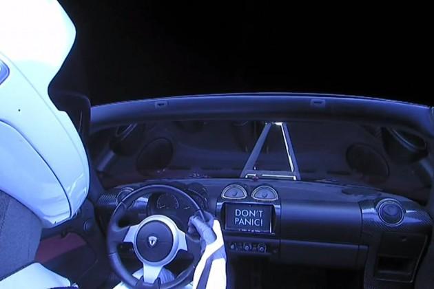 Tesla Roadster официально зарегистрировали как космический корабль