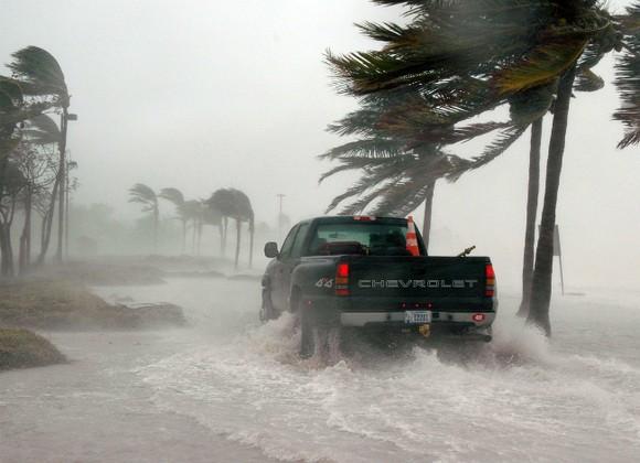 В США 2 млн человек призывают эвакуироваться из-за приближения урагана