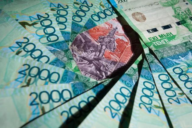 В обменниках Алматы 1 доллар продают уже за 312 тенге