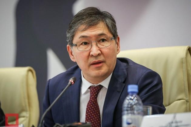 Ерлан Сагадиев планирует поднять зарплату учителям в2017году