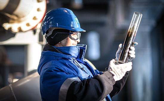 Нефть дешевеет на фоне рекордного сокращения запасов в США